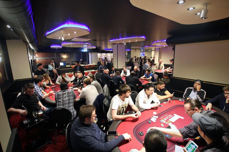 wie spielt man poker im casino